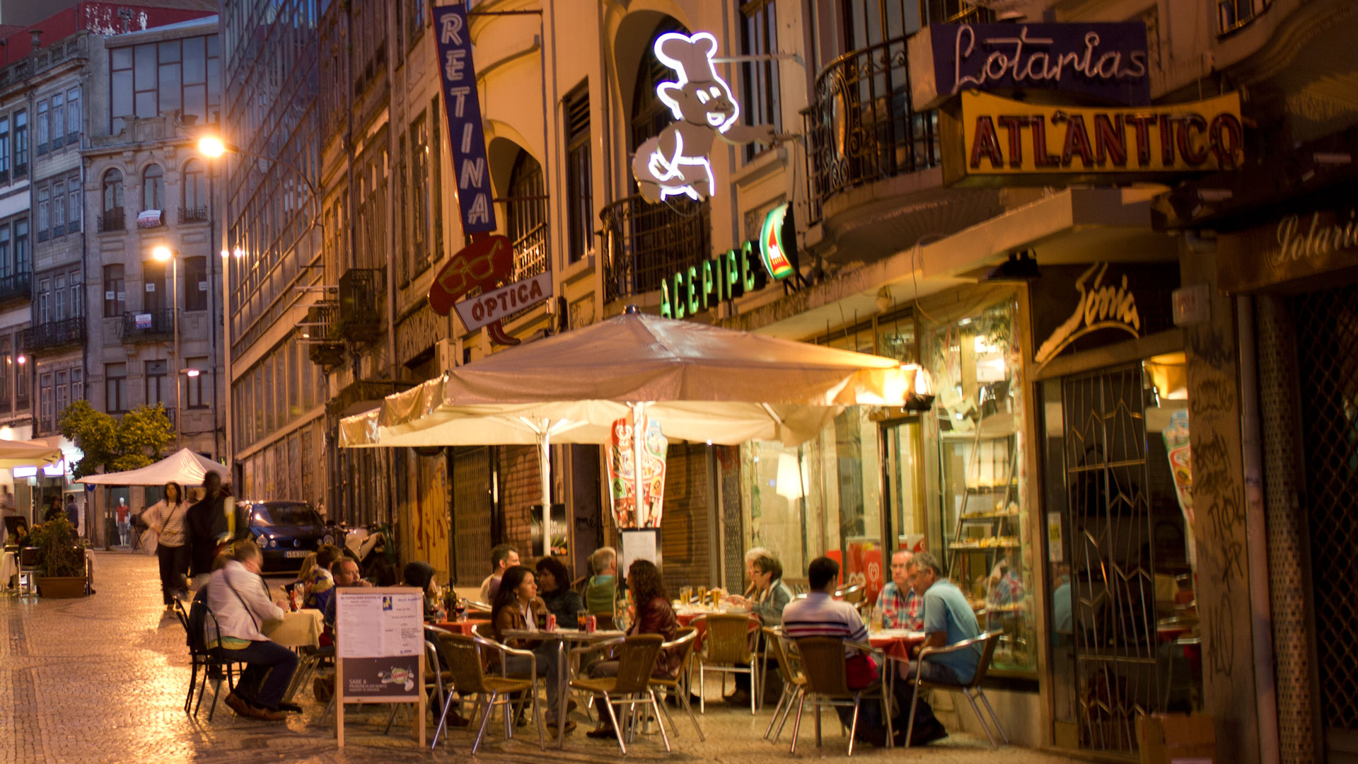 Street café in Porto